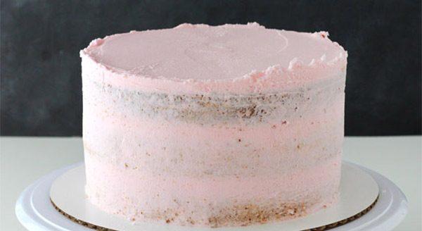 1 Crumb coat e1570465789231 - کیک تولد لایه ای ؛ کیکی دوست داشتنی برای تولدهای دوست داشتنی