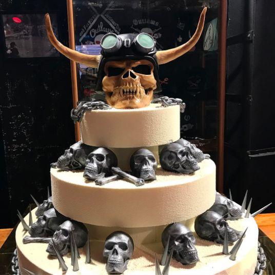 1563175724 MYOKSDPMHI - جشنی منحصر به فرد با کیک های عجیب و غریب