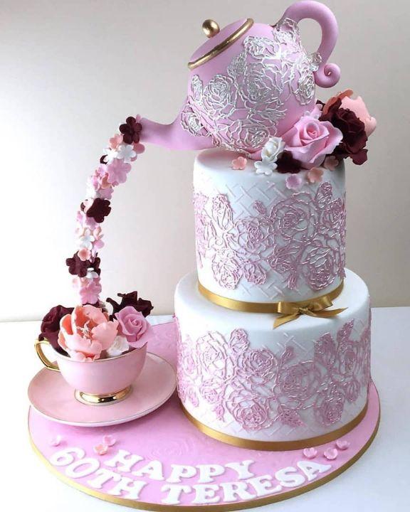 1563175959 BYQHAPNUYL - جشنی منحصر به فرد با کیک های عجیب و غریب