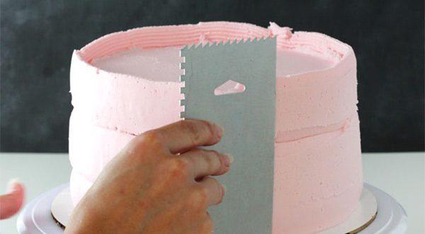 3 smoothing e1570465883659 - کیک تولد لایه ای ؛ کیکی دوست داشتنی برای تولدهای دوست داشتنی