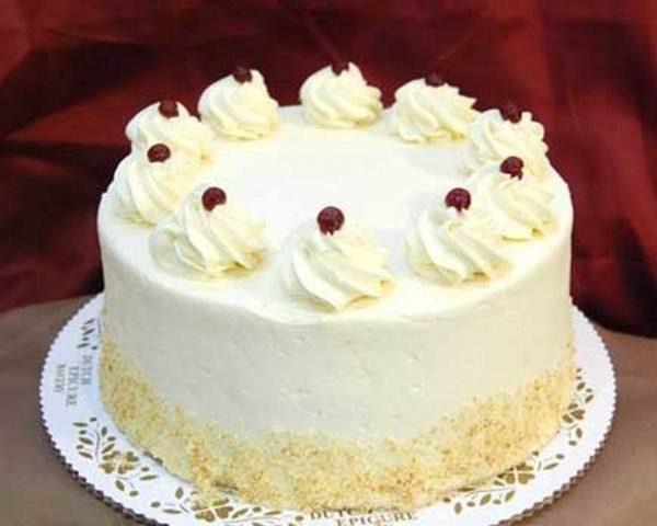 Decorate the cake with creamy 17 1 e1570467466658 - طرز تهیه ی خامه قنادی برای تزئین کیک های تولد و ...